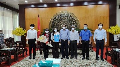 Máy thở, trang thiết bị y tế trị giá 4,5 tỷ đồng được Quỹ từ thiện Kim Oanh hỗ trợ 03 tỉnh Bình Dương, Long An, Đồng Tháp chống dịch